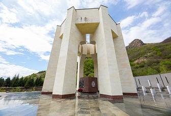 Поздравление Главы Карачаево-Черкесии Рашида Темрезова с Днем возрождения карачаевского народа